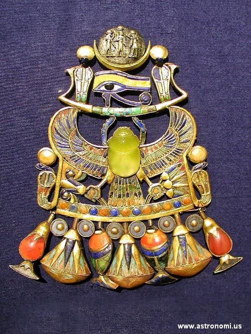 Bukti Komet Tertua Ditemukan di Perhiasan Raja Tutankhamun Mesir