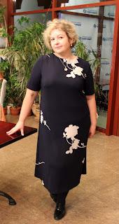 платье с крупным рисунком для полных