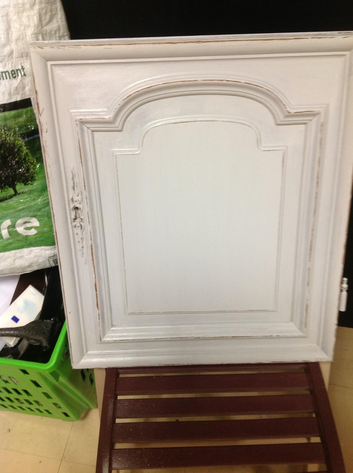Peinture sur meuble patine et effet blanchi cours de for Peinture sur meuble