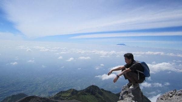 gunung ajang mengendealikan diri