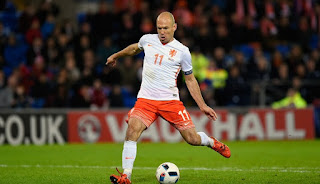 Manchester United plan bid for Arjen Robben