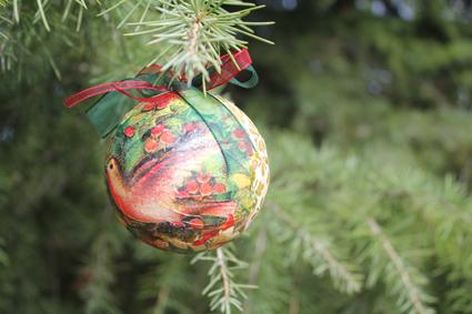 Bolas de navidad con servilletas de papel