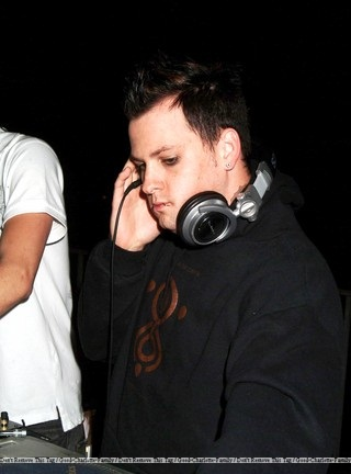 Good-Charlotte-Family: Benji Madden DJing at BosPoker