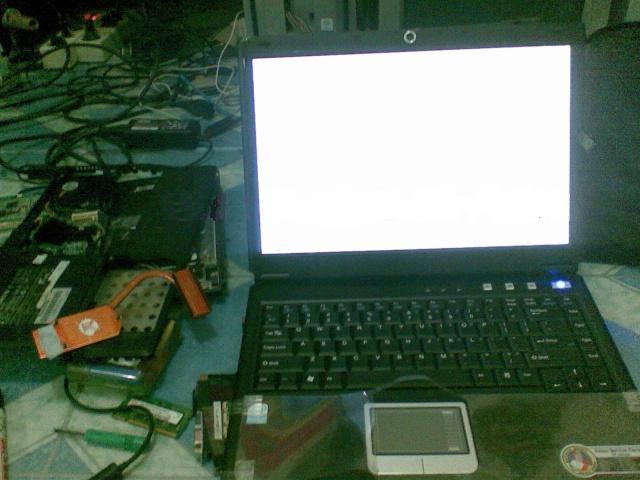 cara memperbaiki laptop blank putih