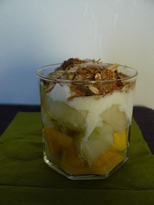 Jogurt z melonem, mango i musli