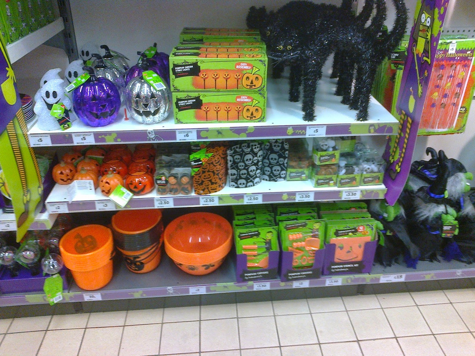 Halloween Cake Decorations Tesco : Halloween Vince s dark delights!: Sainsburys possibly ...