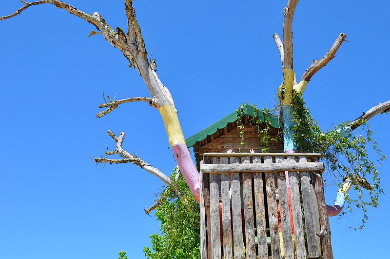 Colourful treehouse at Domaine Le Mathevies