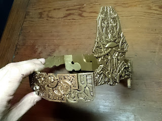 Showing the crown with a layer of brown paint applied and removed.