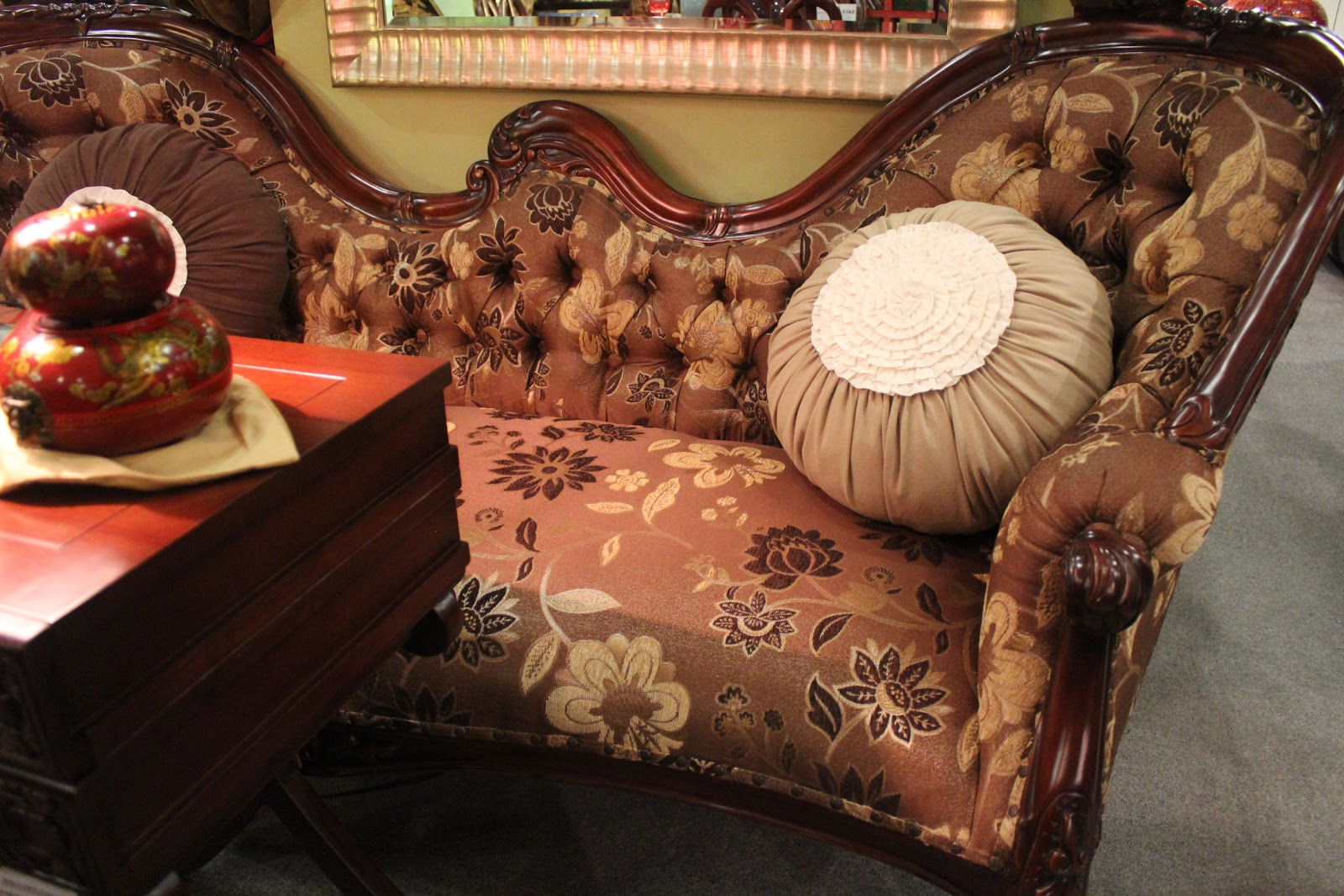 Spanish chair love seat fainting couch espana design for Small fainting couch