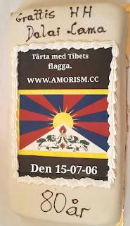 Bild på Dalai Lamas tårta med Tibets fagga