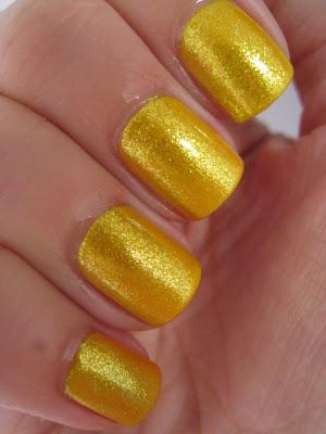 Color-Club-nail-polish-Daisy-Does-It