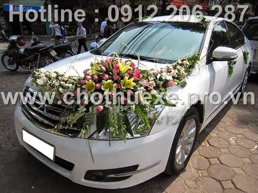 Cho thuê xe cưới màu trắng Nissan Teana hạng sang