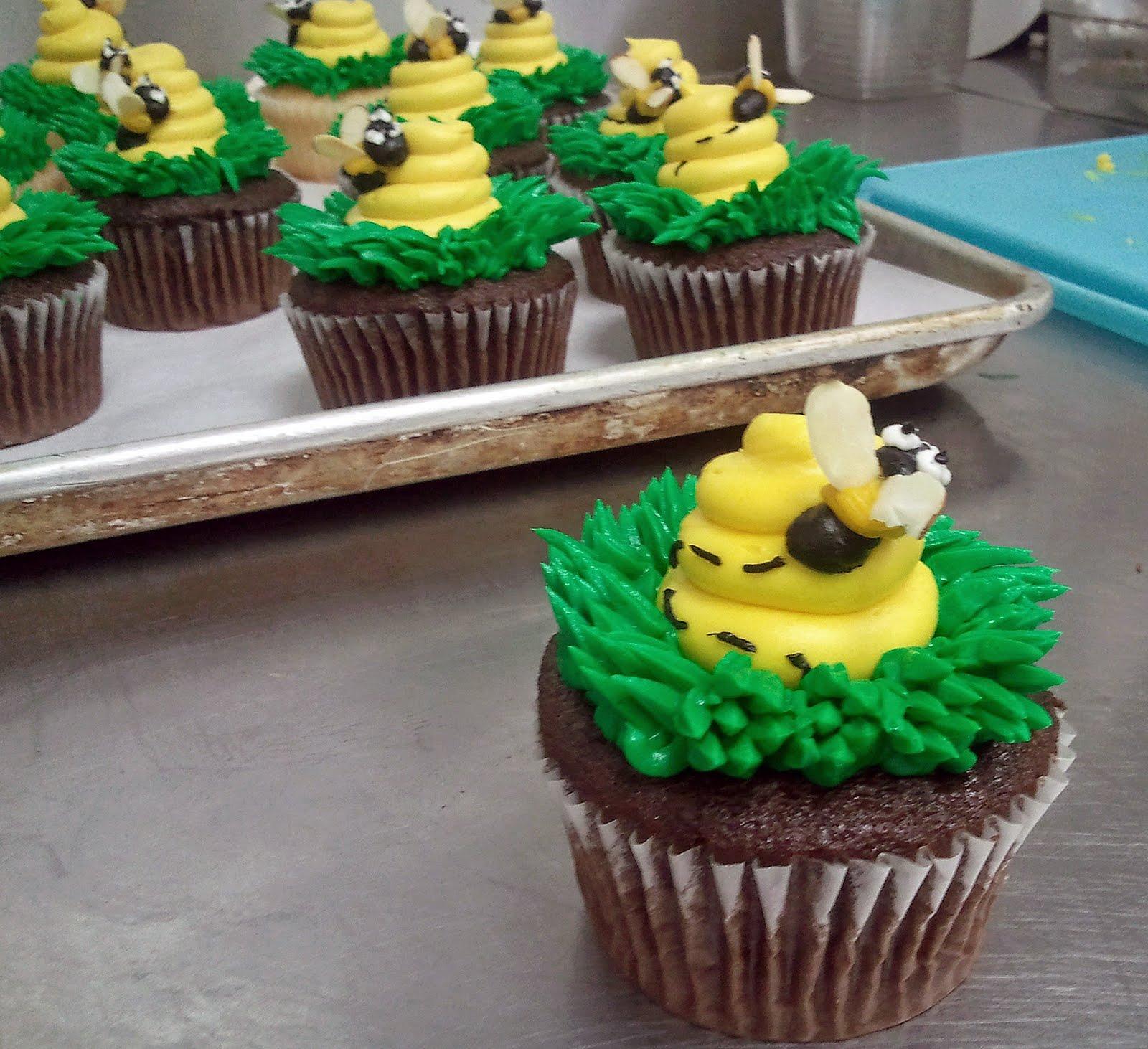 bumble bee cupcakes   biteconfections
