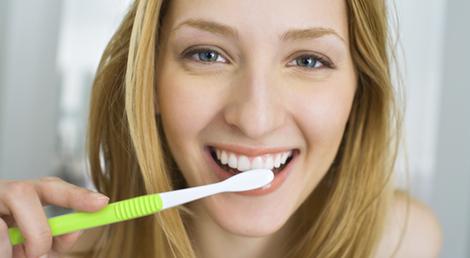 Cinco trucos para blanquear tus dientes