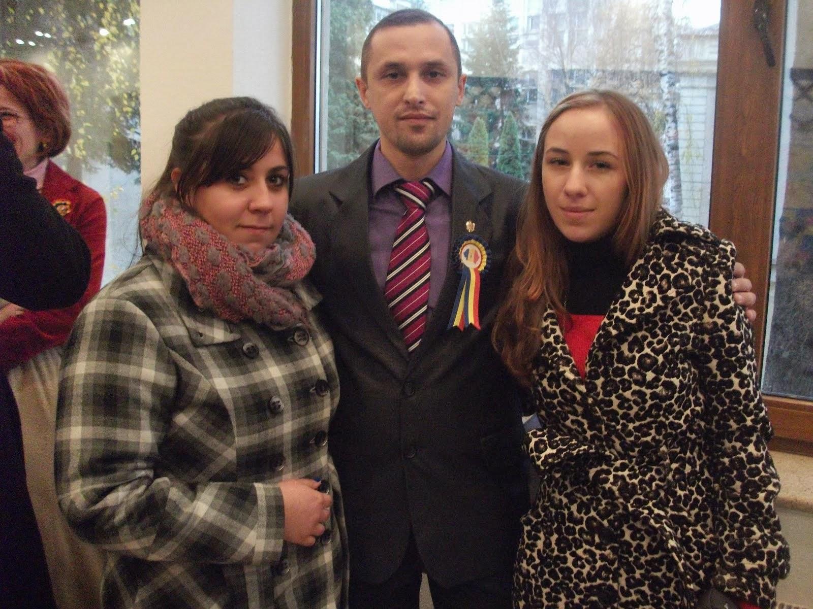 Alături de elevele Mihaela Ciudin şi Adelina Lupu-Toma, clasa a XII-a c, 29.11.2013...