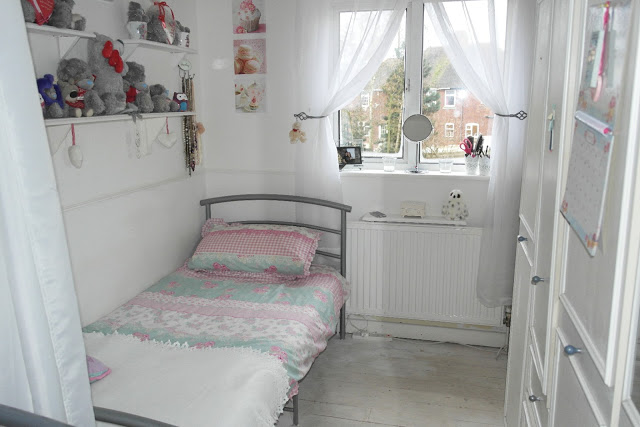 lauras all made up home blog, room tour, lbloggers, fbloggers, decor, pretty, kitsch bedroom,