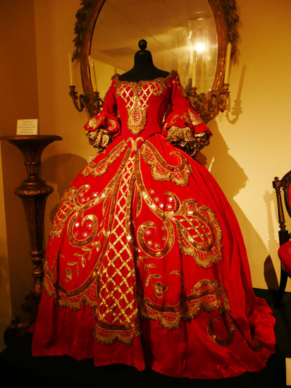 Debbie Reynolds costume exhibit Adrian dress by Lady by Choice
