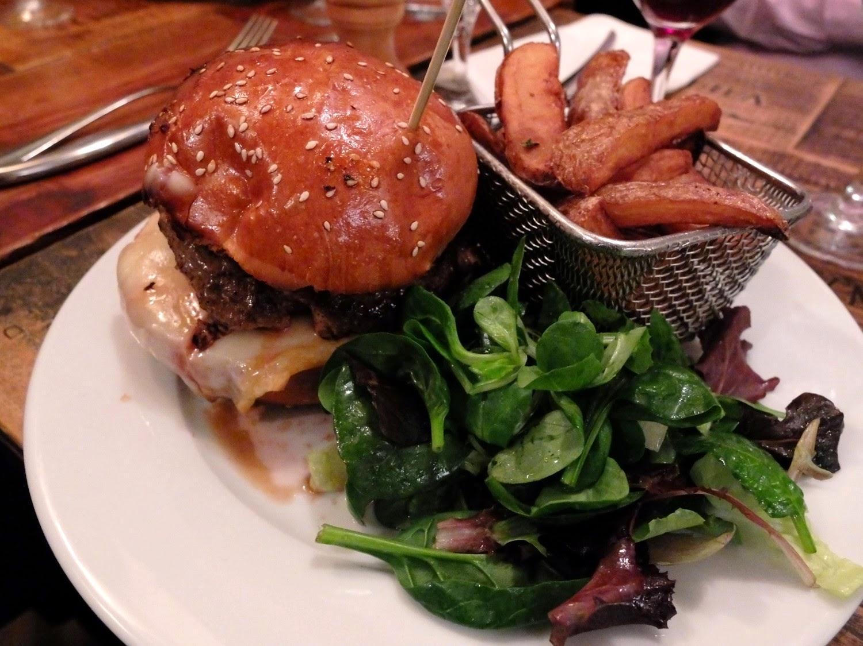 Resto bistro troquet Le Coude Fou Paris Marais, hamburger canard frites maison, cuisine traditionnelle française Coude Fou