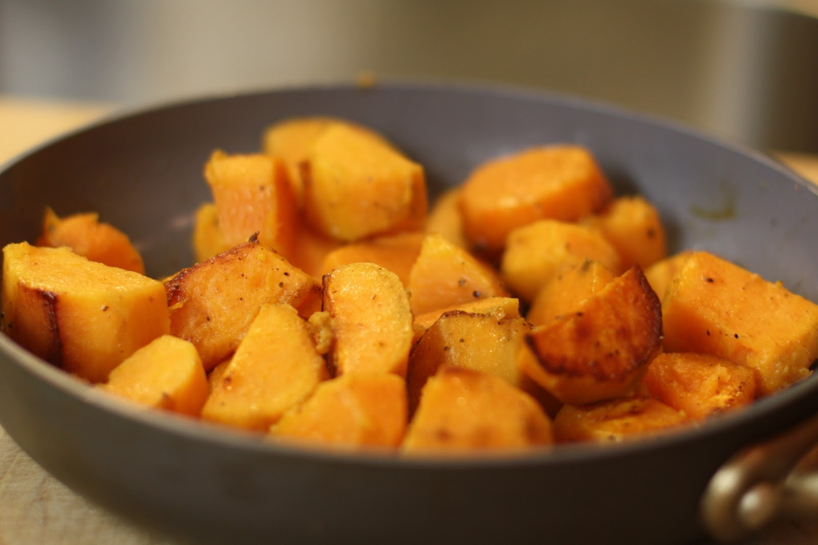 "Share the post ""Easy Skillet Sweet Potato #Recipe"""