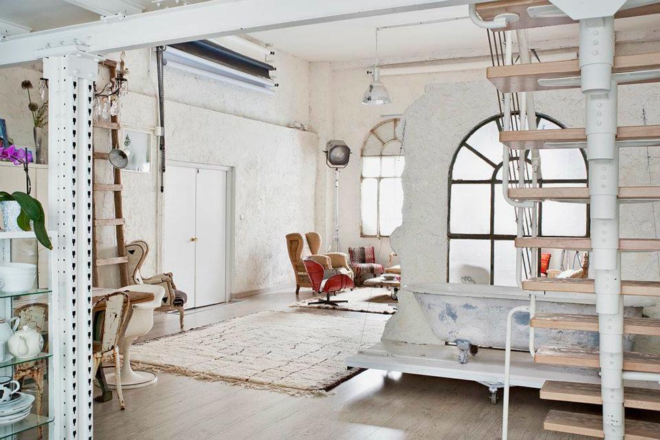 Interior] Un estudio en blanco Vintage – Virlova Style