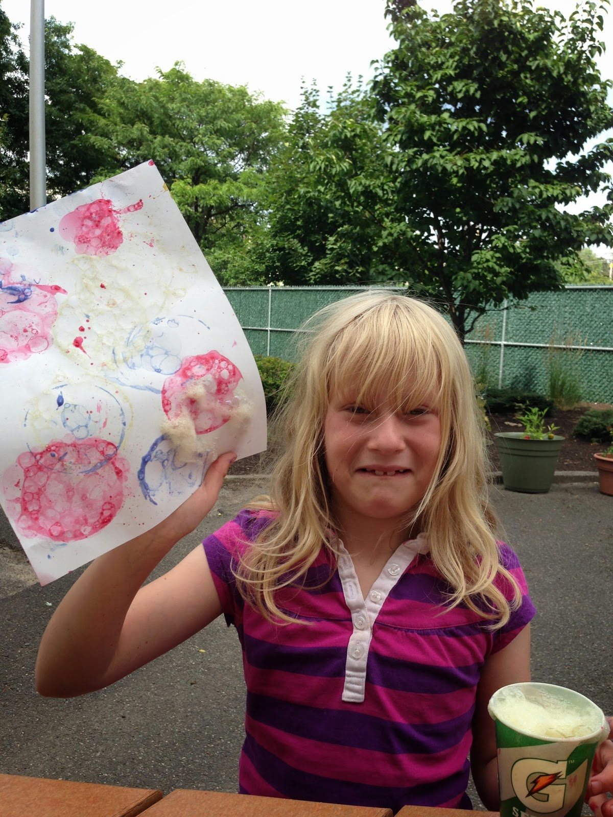 Bubble Painting with Palmolive Dish Soap from Hi! It's Jilly. A fun and easy craft for kids. #shop #Palmolive25Ways #crafts #painting #bubbles