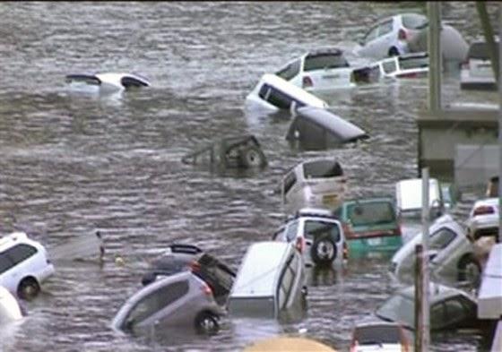 gambar lucu kolam mobil