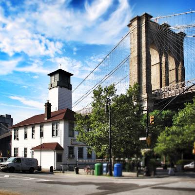 Brooklyn Ice Creamery under the Brooklyn Bridge, New York
