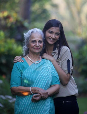 Sonam Kapoor in conversation with Waheeda Rehman cute photo gallery