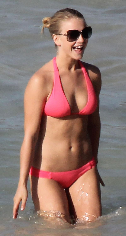 Upskirt Celebs: Julianne Hough's bikini body