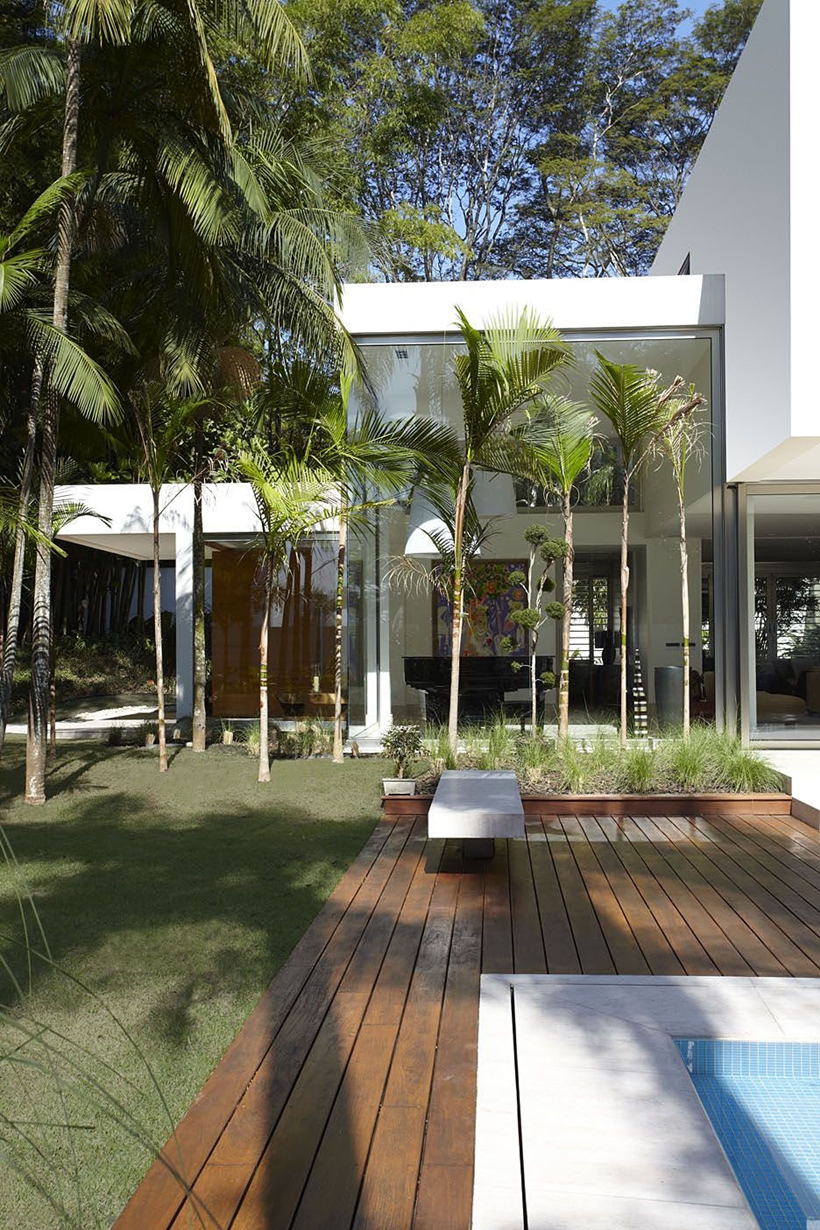 Pool area in the The Morumbi Residence by Drucker Arquitetura