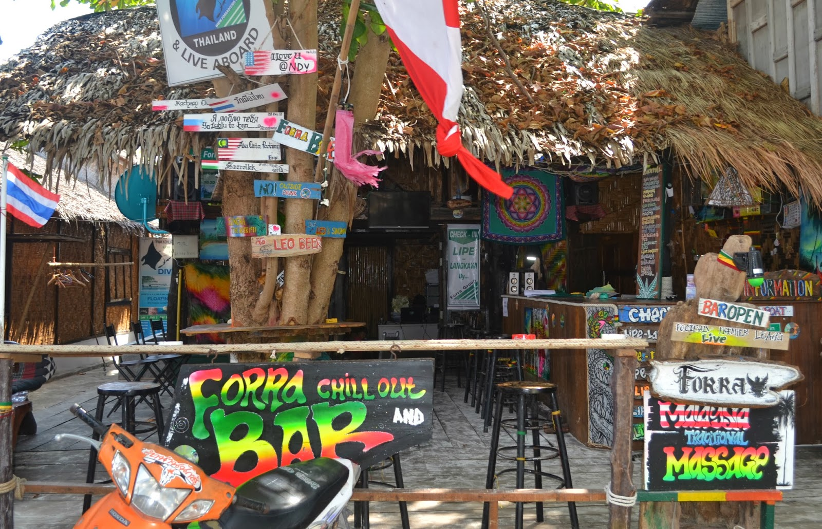 forra bar and immigration koh lipe