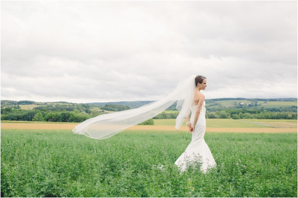 New York DIY Barn Wedding by Julia Wade Photography [www.julia-wade.com] #DIYwedding #barnwedding