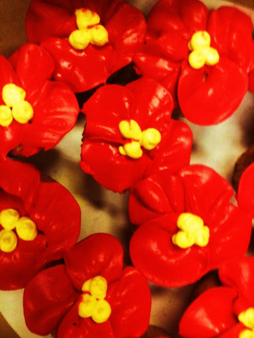 Tropical_Red_Yellow_Rum_Cupcakes