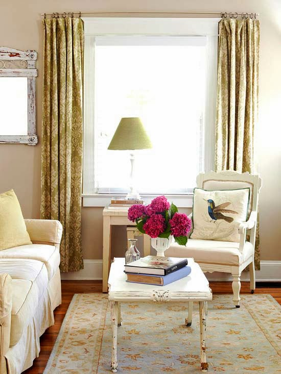 2014 clever furniture arrangement tips for small living for Sitting room furniture arrangements