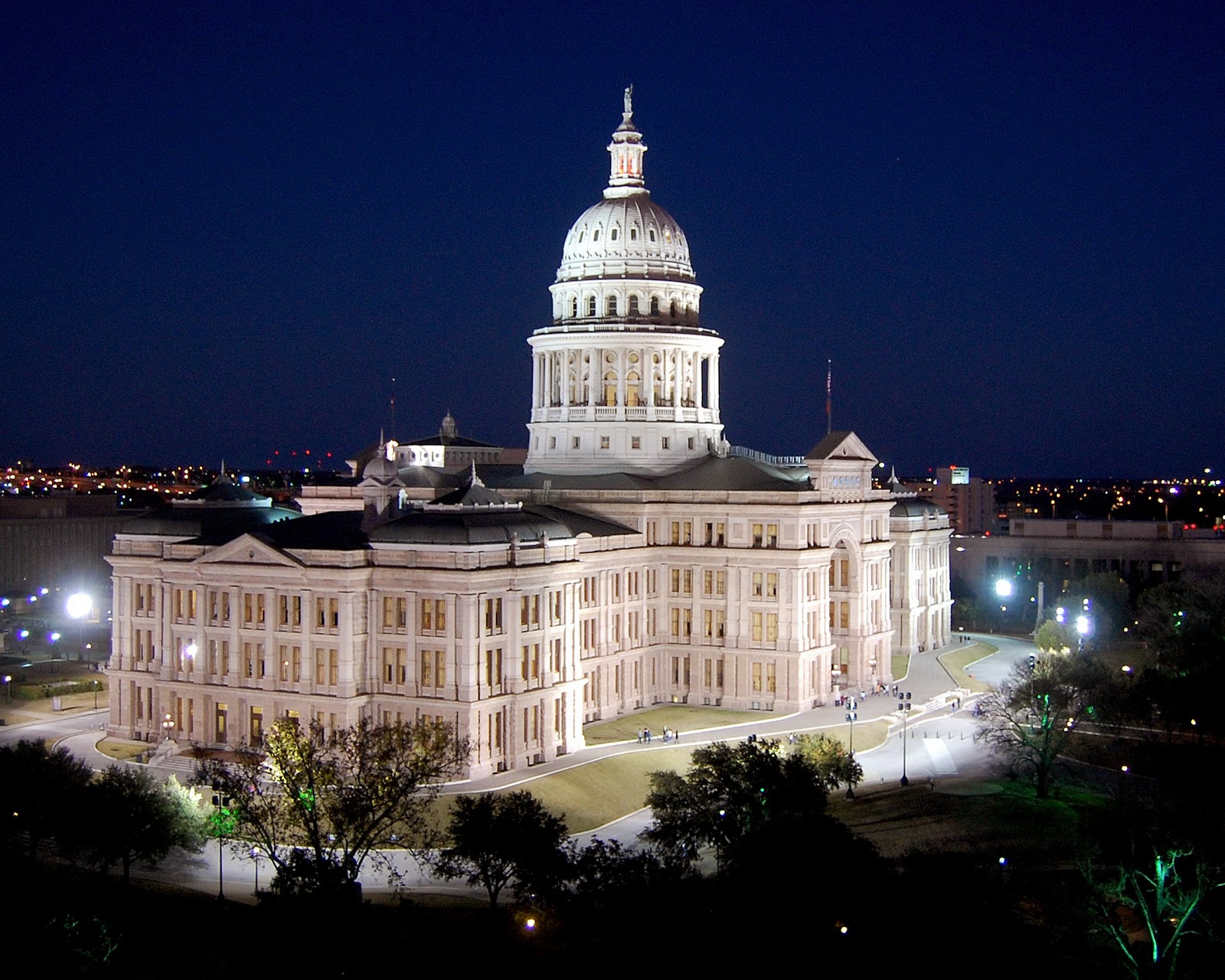 What State Has The Largest Capitol Building