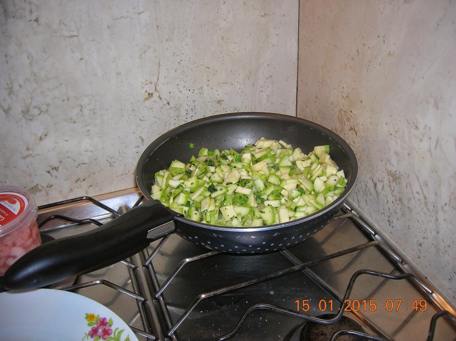 flan di zucchine- cornetti salati  in pasta brisee' farciti  con prosciutto cotto e formaggio