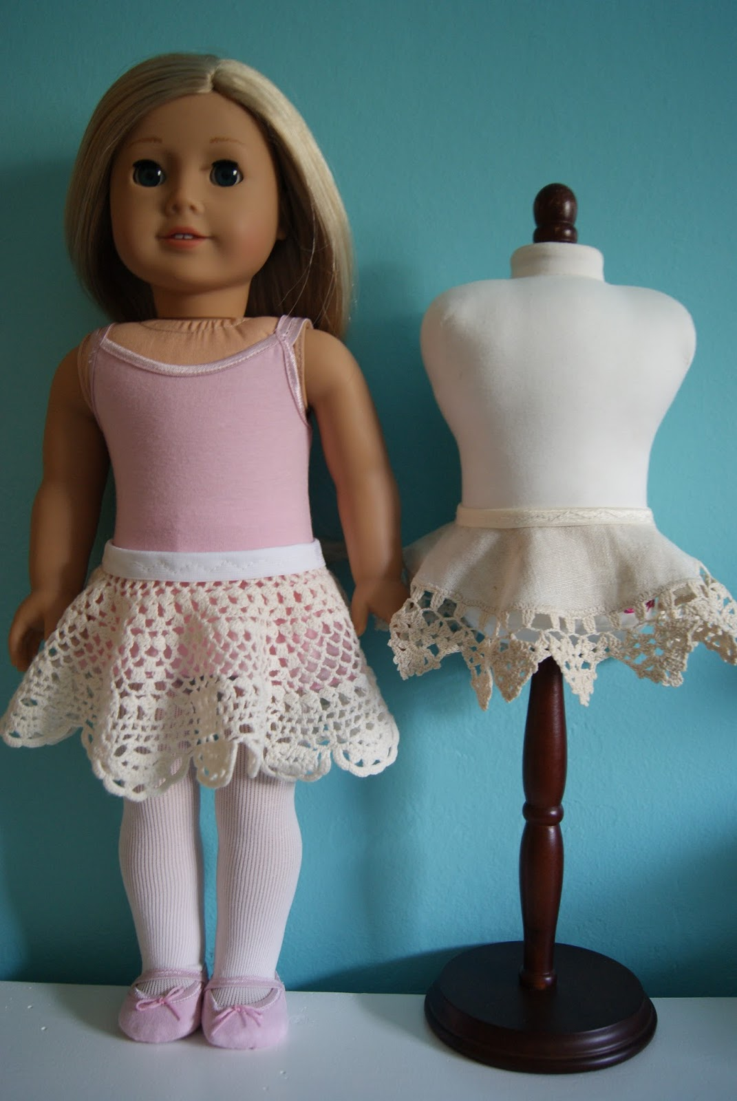 doily circle skirt for 18-inch doll by nest full of eggs