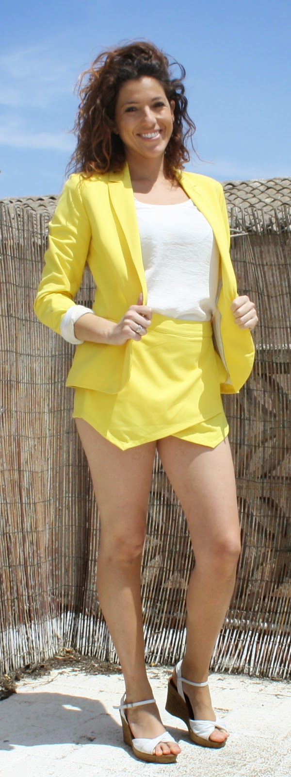 falda pantalon amarilla