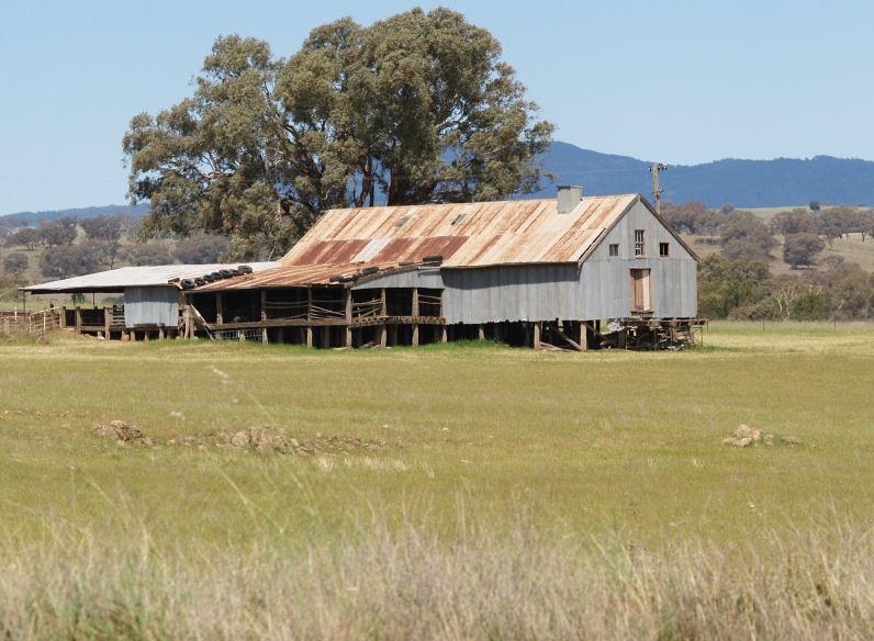 Winton house australian shed vs american barn for Barn homes australia