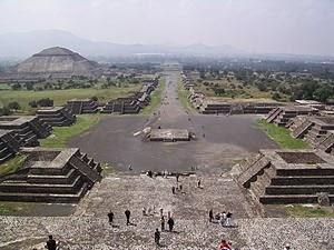 La calzada de los Muertos de Teotihuacan (estado de México).