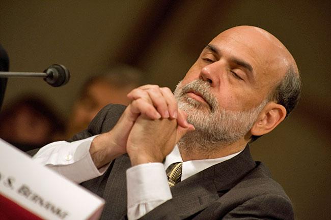 L'épée de Damoclès qui pèse sur les marchés mondiaux Bernanke+praying