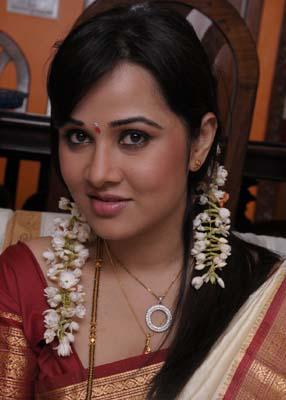 dandu-palyam-movie-heroine-nisha-kothari-stills4