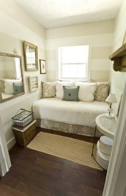 dormitorio decorado con rayas