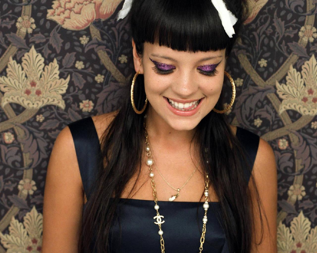 http://2.bp.blogspot.com/-RrVMd6AqUkg/T4JnbV60WII/AAAAAAAADrw/7XHA1MMaYmQ/s1600/Lily-Allen-lily-allen-154986_1280_1024.jpg