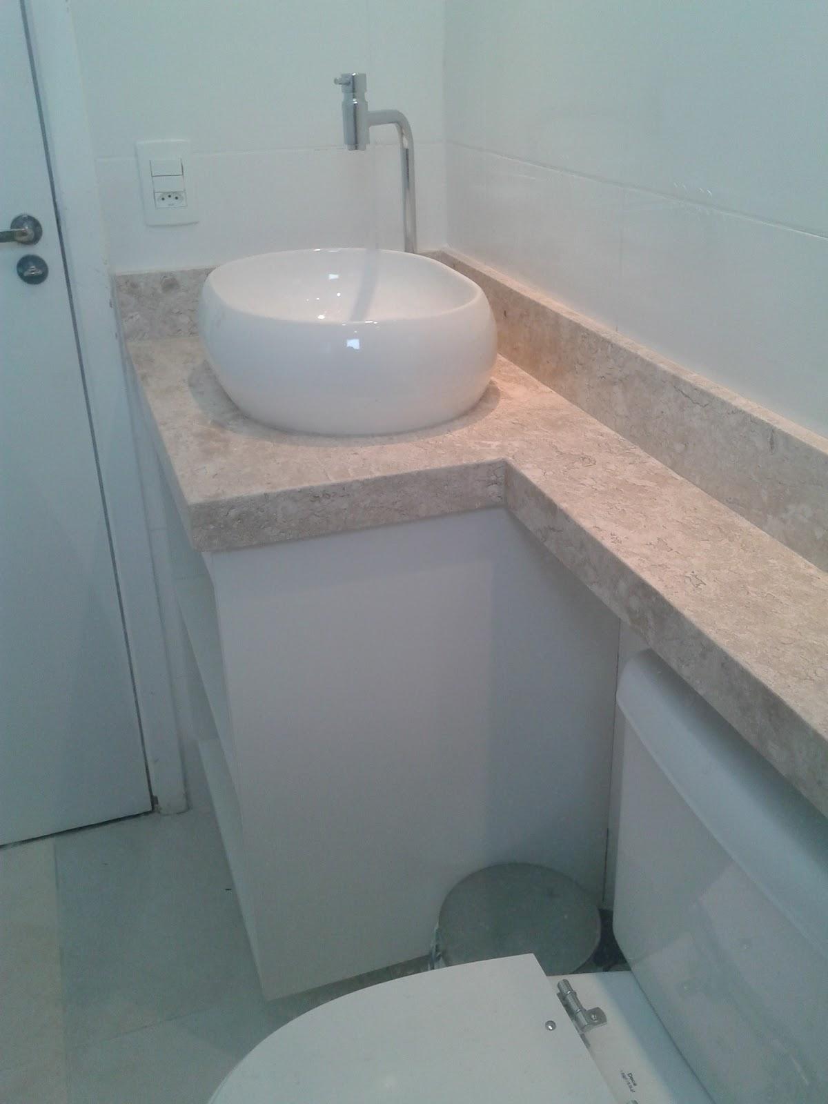 Meu primeiro Apartamento: Banheiro com mármore instalado #7D5E4E 1200x1600 Bancada Banheiro Leroy