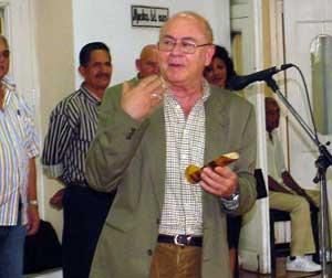 Miguel Barnet, expresó su gran orgullo por recibir la pluma con que escribió el mayor poeta popular cubano del siglo XIX.