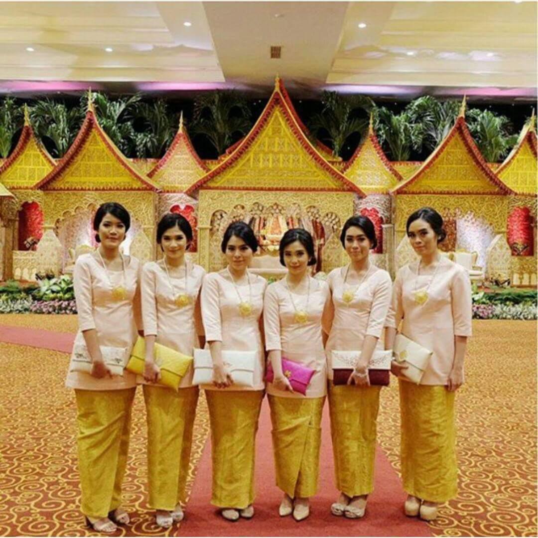 Model Kebaya Seragam Trend 2018 Untuk Pernikahan Acara