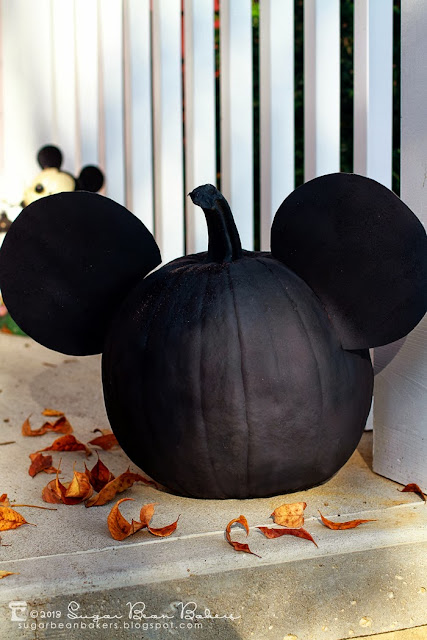 Sugar bean bakers craft mickey minnie mouse pumpkins for How to paint a mickey mouse pumpkin