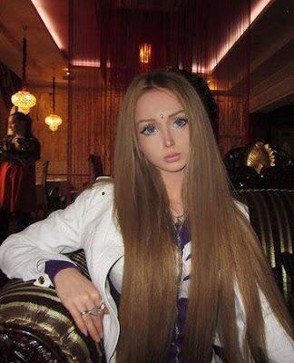 6 Wanita Cantik yang Mirip Barbie