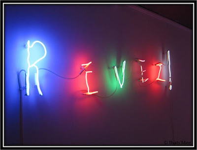 Exposition Neons Maison Paris Revez who's afraid of red yellow and blue